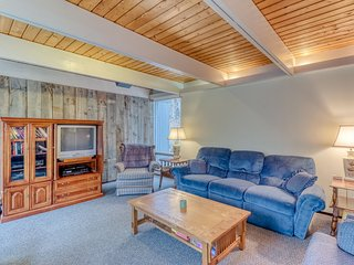 NEW LISTING! Dog-friendly home w/mountain views & private sauna, close to skiing