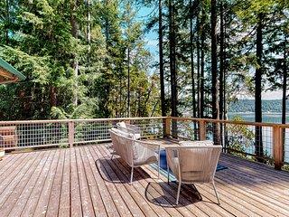 NEW LISTING! Family friendly home w/ beach access, deck, water views & WiFi!