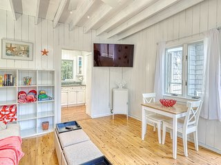 Beachy apartment in the heart of Ocean Bay Park - dogs welcome!