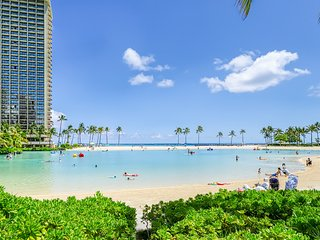Ocean & Harbor view Waikiki apt w/ covered lanai. Walk everywhere! 30+ night min