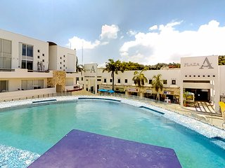 Loft w/terrace, balcony, shared pool - Unbeatable location 5-min walk to beach