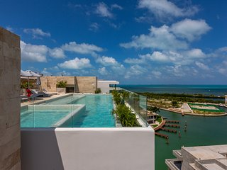 Modern apartment w/shared rooftop, gym, jungle gym, bar, pool & city views