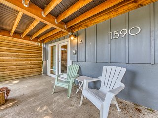 Cozy studio condo in the woods w/ entertainment & beach access nearby - dog ok!