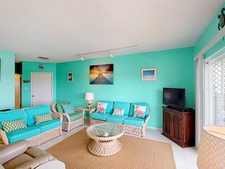 Bright waterfront condo w/ shared pool, hot tub, and a private boat slip!