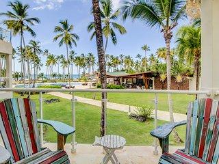Sea view apartment at amazing beachfront resort w/ shared pool & restaurant!