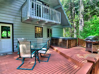Dog friendly retreat with mountain views, features private hot tub