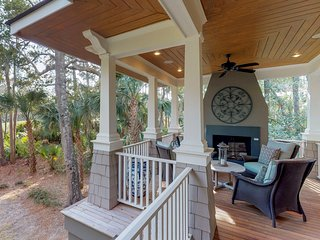 Elegant home w/ lagoon & golf views - bike to the beach, near 5 golf courses!