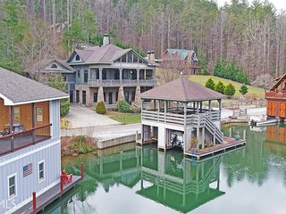 NEW! Luxury lakefront home w/pool table & indoor/outdoor fireplaces - dogs ok!