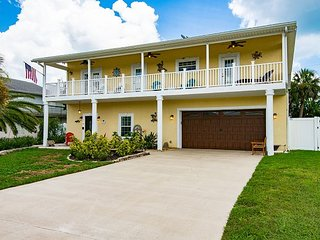 Ocean Street Retreat w/ Hot Tub & Lush Backyard - Walk 3 Minutes to Beach!