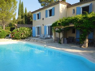 Les Camails Holiday Home Sleeps 12 with Pool and Free WiFi