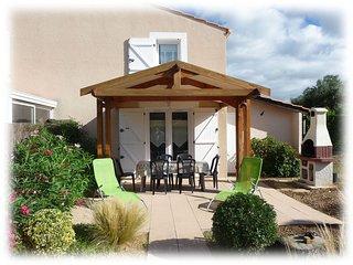 Villa AdrYvone climatisée 2 étoiles avec jardin à 3 km de la mer