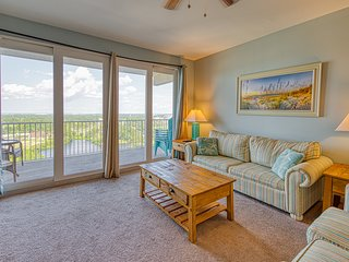 Resort condo w/ shared hot tub, 5 pools, lake & gulf views! Snowbirds welcome!