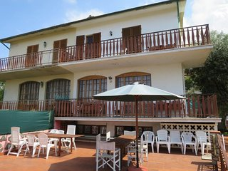 3 bedroom Villa with WiFi and Walk to Beach & Shops - 5715383