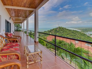 Inviting Costa Rican Studio w/shared pool, ocean & valley views -near the beach