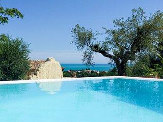 Marina di Massignano Villa Sleeps 18 with Pool and Air Con - 5810354