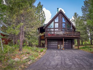 NEW LISTING! Cozy Truckee Tahoe Cabin near hiking, biking and skiing