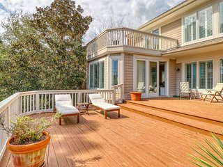 Gracious lakefront home w/ amazing deck & golf course views - near beach/tennis!