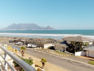 Condo w/ ocean & Table Mountain views, gas grill and 5 minutes walk to the beach