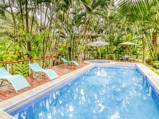 Exotic and inviting house w/private pool, garden views & surrounded by nature!