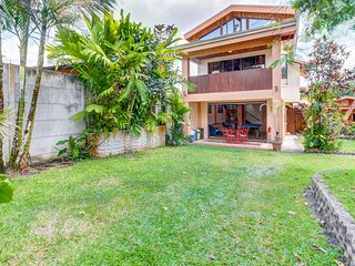 Exotic home w/ Arenal Volcano views, Ping-Pong & garden - close to town!
