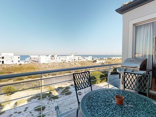 Lovely apartment with ocean views, a private balcony & grill