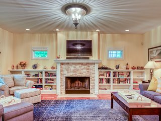 Three Gables - Spacious home w/ game room, private hot tub, BBQ, & firepit!