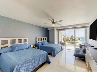 Waterfront studio in a great location w/ ocean views & a shared pool