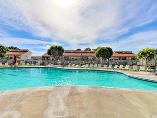 New Listing! Cozy condo w/ shared pool & hot tub - walk to beach & park
