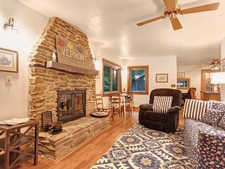 Cozy & secluded cabin w/mountain views, gas fireplace, gas grill & outdoor patio