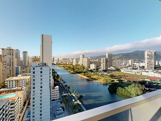 NEW LISTING! Waikiki condo w/ lanai, mountain views & shared pool/hot tub/sauna