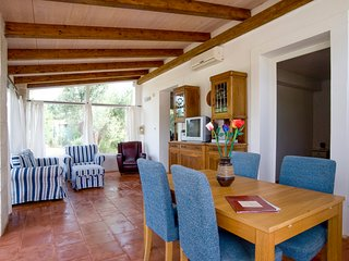 Certosa Villa Sleeps 5 with Pool and Air Con - 5810334