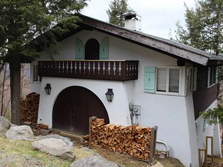 Dog-friendly home with stunning views & balcony, near Cannon Mountain!