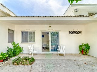 Cozy ground-level villa w/ beach access & lovely shared pool/gardens!