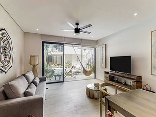 Modern, fully-equipped apartment w/ shared pools, a gym, & a rooftop area
