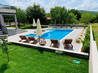 Luxury holiday house with 1200m2 private space in peaceful and relaxing area