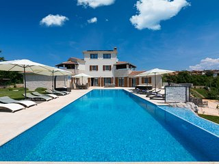6 bedroom Villa with Pool, Air Con and WiFi - 5809832