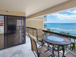 Beach Tower 1404 . Steps from Waikiki Beach-Ocean View-Free Parking