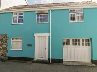THE OLD COACH HOUSE, three bedrooms, summer room, enclosed patio, walking
