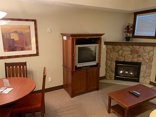 5 Minute Drive to the Resort and Fernie | Hot Tub, Pool and Steam Room | 115/117