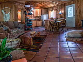 Earth Cottage ~ Close to Emigrant Lake ~ Pet Friendly