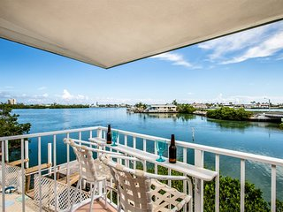 Fins to the Left - 2bed/2bath duplex with dockage
