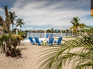 Reel Paradise updated 2bed/2bath half duplex with dockage & Cabana Club