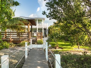 Mahi-Mahi House 3bed/4bath with pool, dock