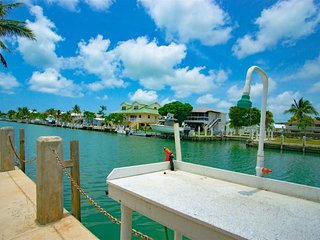 Fishermen`s Delight 3bed/2.5bath Townhouse with dockage & Cabana Club