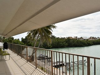 Terri`s Getaway 3bed/2bath dockage near Sombrero Beach