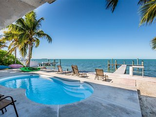 Tropical Sunset 4bed/3bath with private pool, hot tub & dockage