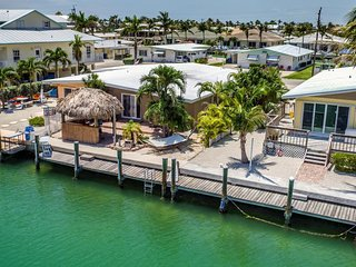 Little Piece of Paradise 3bed/2bath with cabana club & dockage
