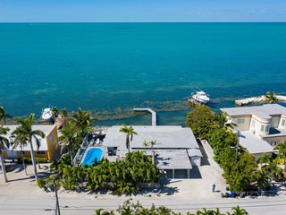 Caribbean Sunset 3bed/3bath with private pool & dockage