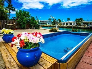 Vitamin Sea 4bed/3bath with lap pool, dockage & cabana club