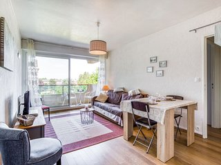 1 bedroom Apartment with WiFi and Walk to Beach & Shops - 5810393